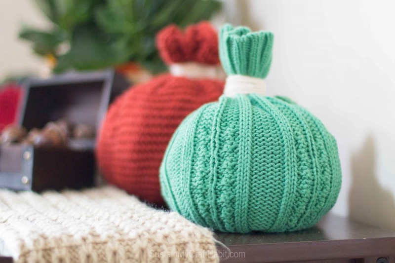 Picture Of 1 minute diy bold toque pumpkin for fall  1