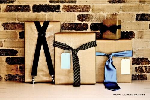 10 Gift Wrap Ideas For Men (via olderandwisor)