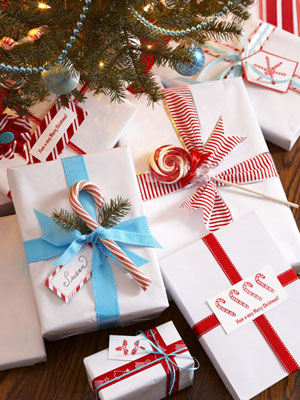 Simple Candy Gift Wraps (via goodhousekeeping)