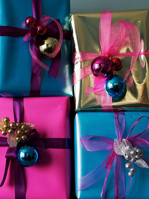 Picture Of Gift Wrap Ideas With Christmas Ornaments