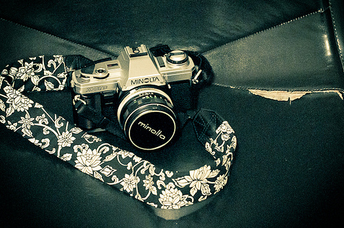 DIY BW Camera Strap Cover (via cleverthursday)