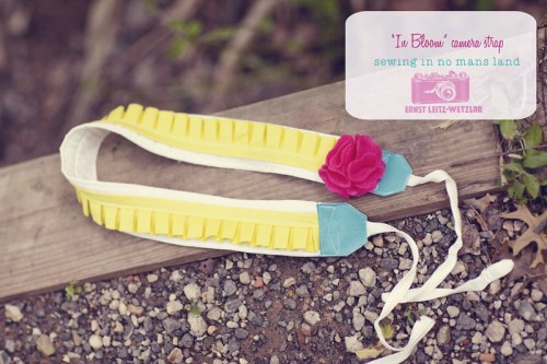 DIY Camera Strap With A Flower (via sewinginnomansland)