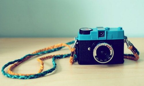 DIY Toy Camera Strap (via pocketfulofpretty)
