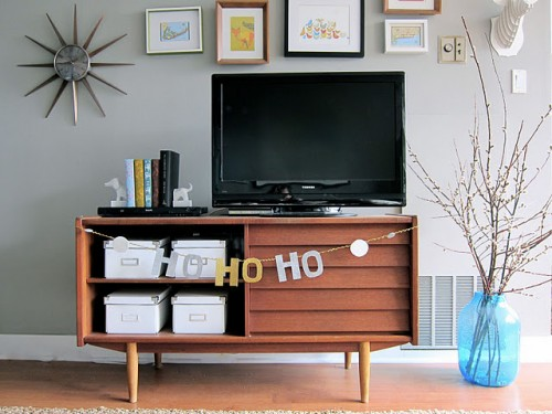 Homemade Holiday Glitter HO-HO-HO Garland (via lifedesignsky)
