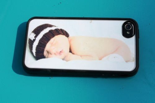 DIY Personalized iPhone Case (via didoodlings)