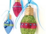 DIY Lightbulb Glitter Ornaments
