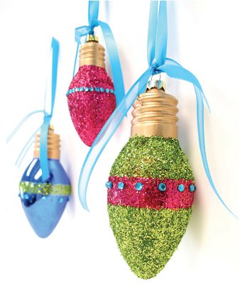 DIY Lightbulb Glitter Ornaments (via shelterness)