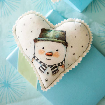 DIY Heart-Shape Snowman Ornament  (via bhg)