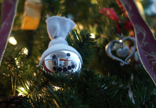 Shiny DIY Snowman Christmas Tree Ornament (via christmas)
