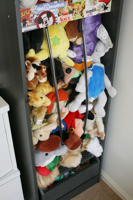 A clever hack to organize all these stuffed animals in a simple cabinet. (via ikeahackers)