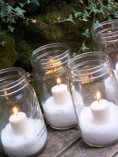 Glittery Epsom Salt Snow Candles (via theinspiredroom)
