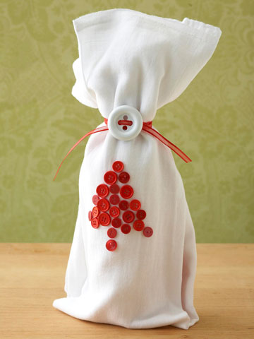 Button-Design Wine Wrap (via bhg)