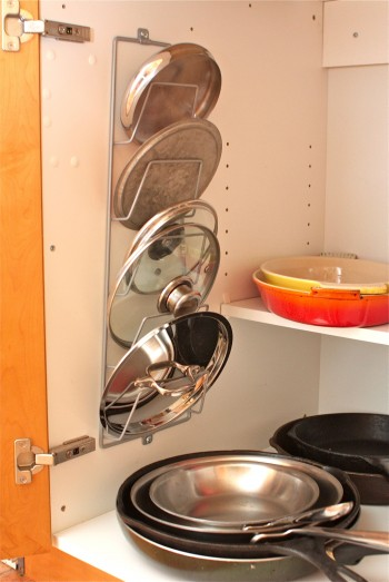 DIY Pot Lid Rack Inside Of A Cabinet (via simplebites)