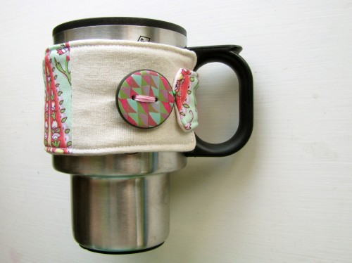 Custom Fit DIY Mug Cozy (via lisaclarke)
