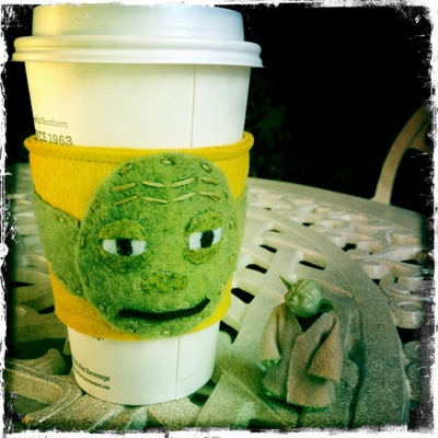 DIY Yoda Coffee Cup Cozy (via starwarsblog)