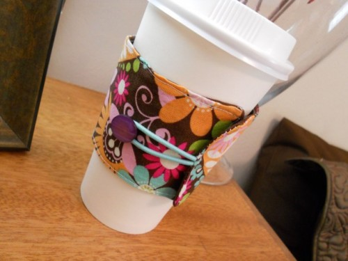 DIY Fabric Coffee Cozy (via liberatecreativity)