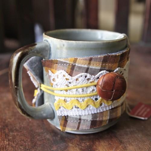 DIY Coffee/Tea Cozies (via seelamade)