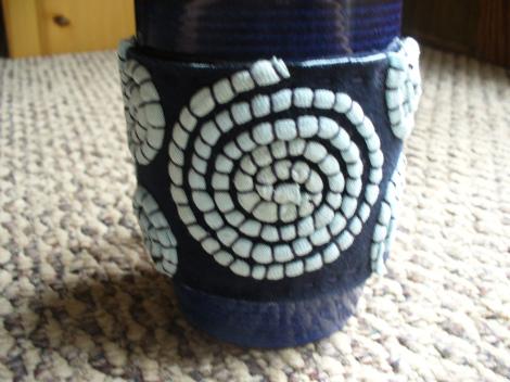 Stitched DIY Coffee Cup Cozy (via sneezerville)