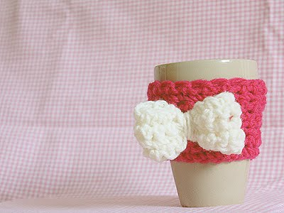 Coffee Cup Cozy DIY (via nelliemaeii)
