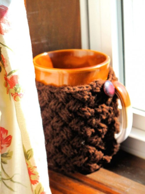 Cozy DIY Mug Sweater (via jennihodges)