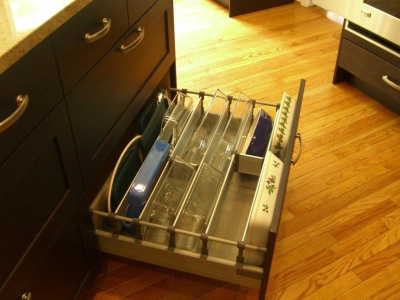 Casserole storage in a deep lower drawer