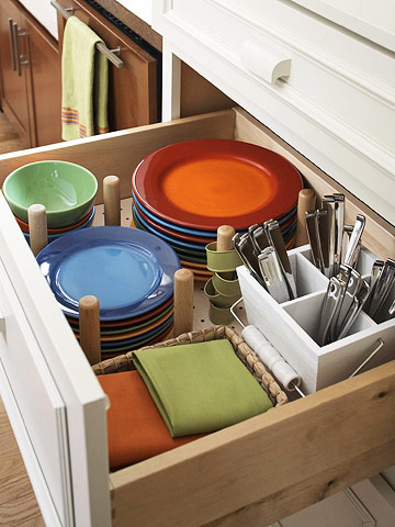 Creative dishes storage in a drawer (via bhg)