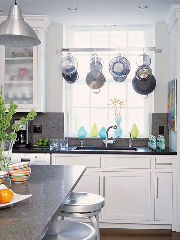 15 creative ideas to organize pots and pans storage on for Remodelacion de cocinas pequenas