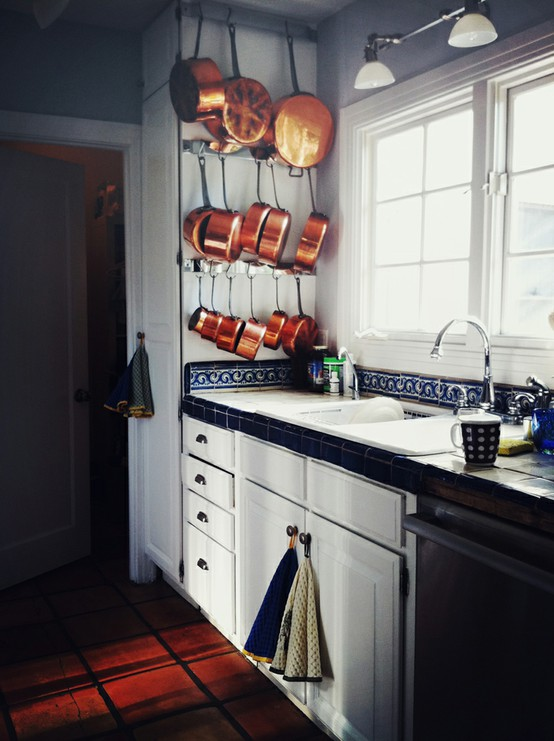 Excellent Hanging Pot and Pan Storage in Kitchen 554 x 741 · 87 kB · jpeg