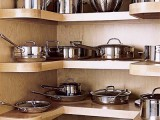 U-shaped pantry to store pots and pans