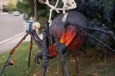 a giant spider with a skeleton rider is a very scary prop for Halloween, make one to throw a cool party