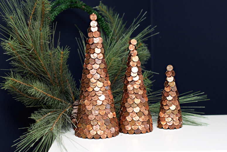 Copper isn't a traditional Christmas color but as you can see it looks quite modern and chic.