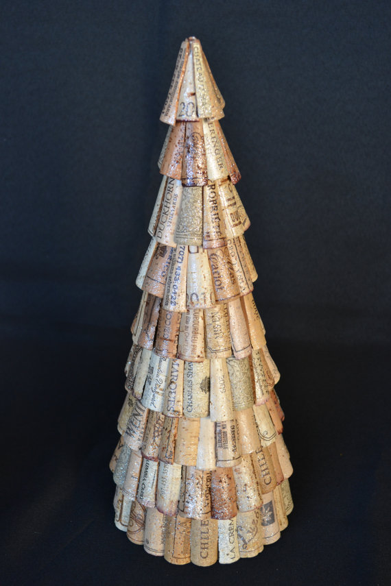 You can even make tabletop Christmas trees from wine corks.