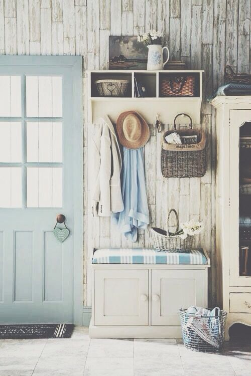 Shabby chic hallway that is super cute and sweet (via digsdigs)