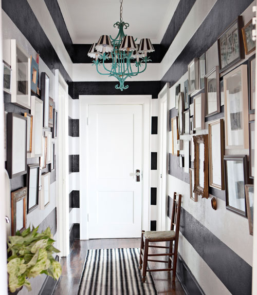 Stripes Is always a stylish solution for your walls (via digsdigs)