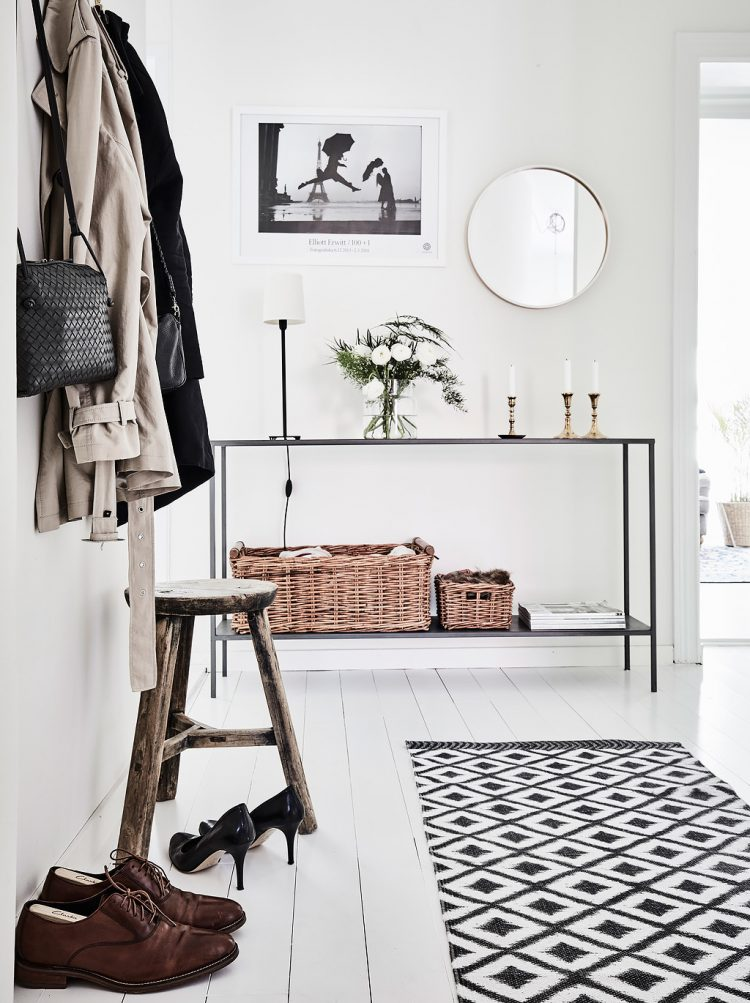 scandinavian style is a great idea to decorate an entryway