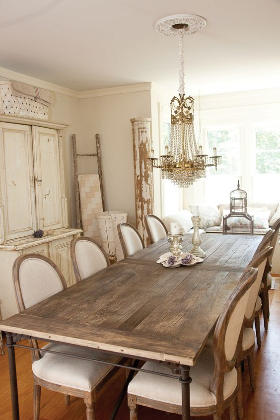 63 gorgeous french country interior decor ideas shelterness for Table salle a manger shabby chic