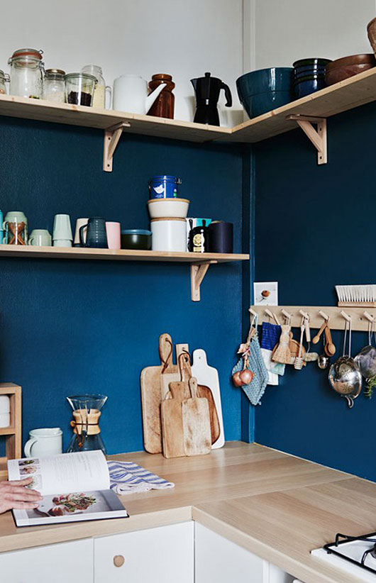 blue backsplash is perfect to highgligh wood shelves on wood brackets