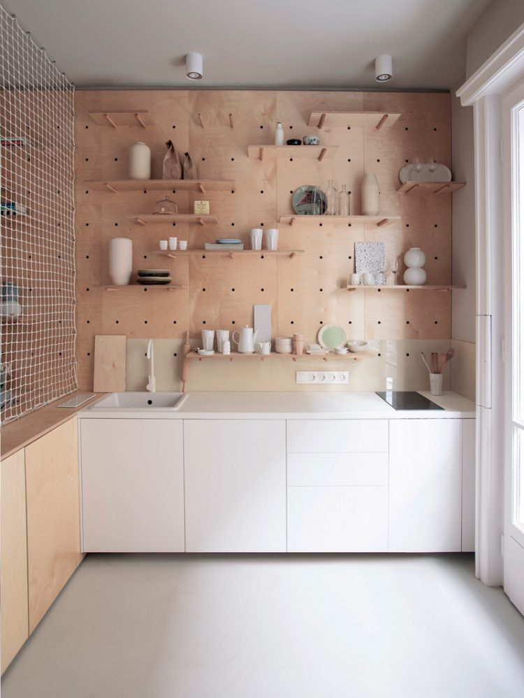 Nice clever pegboard shelving that can easily be adjusted