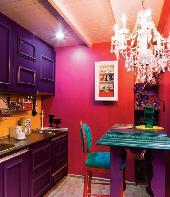 Bold decor could make a small kitchen shine (via digsdigs)