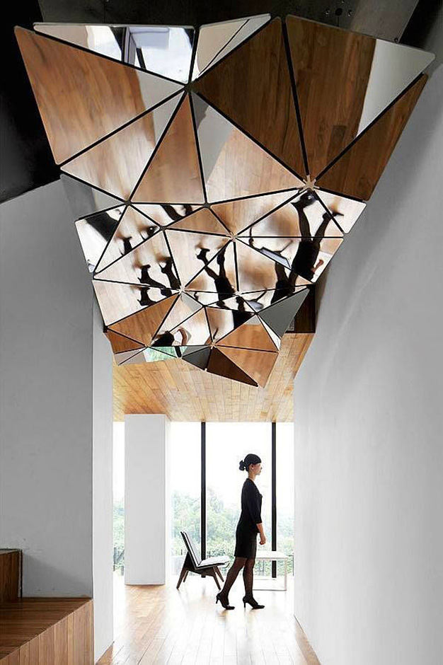 complex mirror structure on a ceiling is a really unqiue desing solution for any room