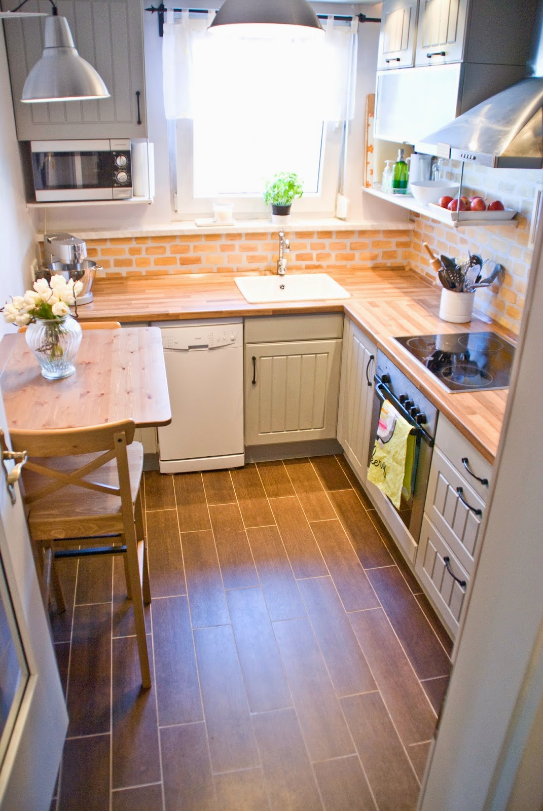 faux painted brick looks well on a small kitchen