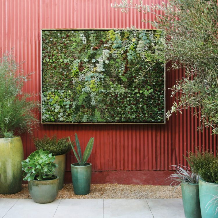 Living wall planter that looks like a real masterpiece
