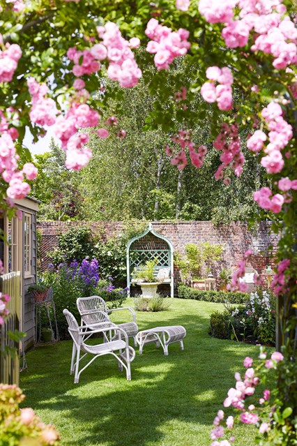 Lovely Small French Style Garden Design
