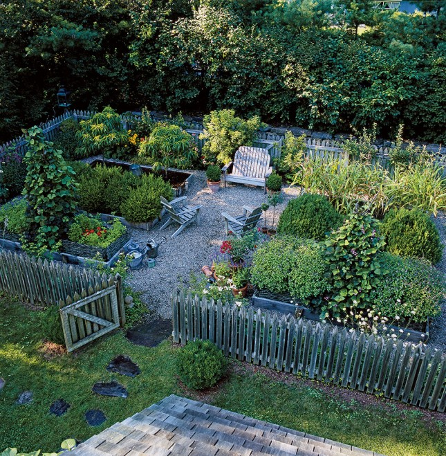 55 small urban garden design ideas and pictures shelterness for Small round garden design