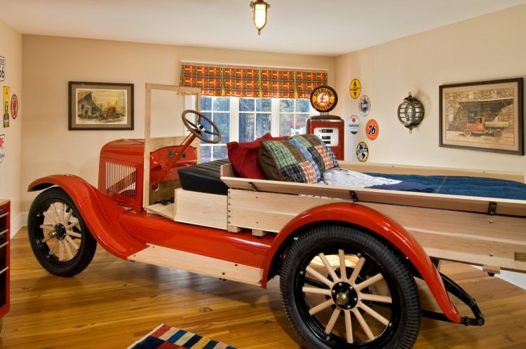 an old pickup truch makes perfect sense when you want to build a car bed