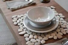 pebble placemats for a natural feel at the table – perfect for contemporary tablescapes