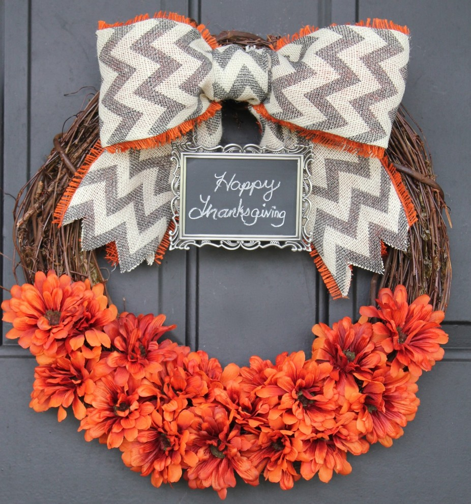 A little chalkboard sign is a perfect addition to any wreath. You can write festive messages to your guests there.