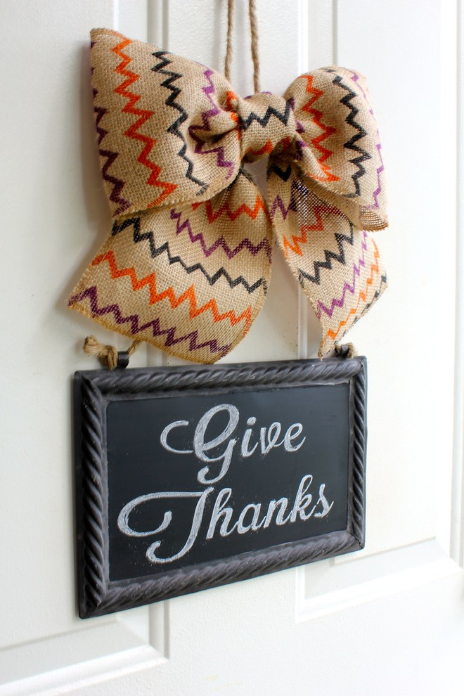A simple chevron burlap bow with a vintage chalkboard message board is quick to make but the result is very rewarding.