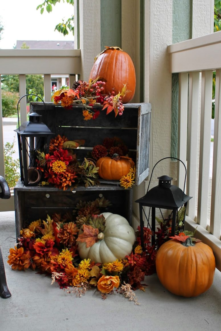 120 fall porch decorating ideas shelterness for Fall patio decorating ideas