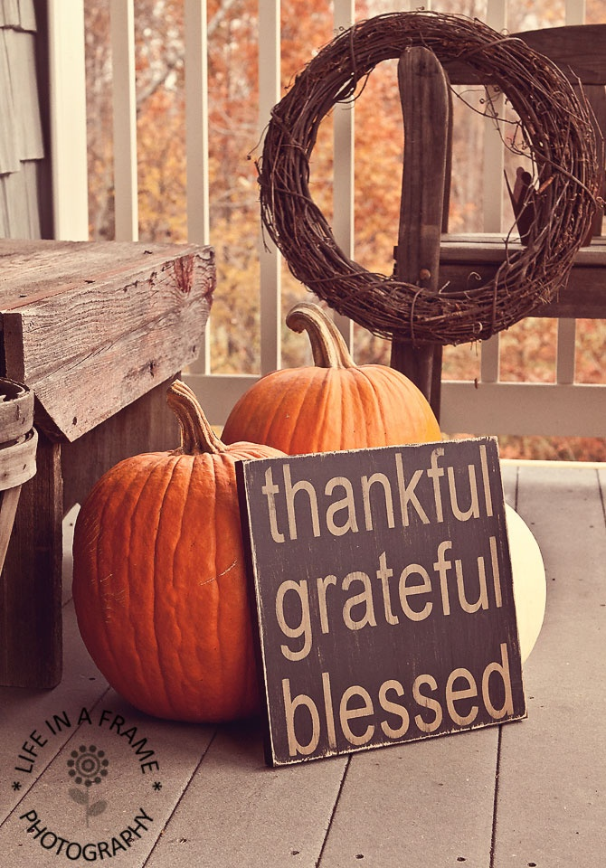 For a thanksgiving you can simply add a beautiful DIY sign to your fall decor.